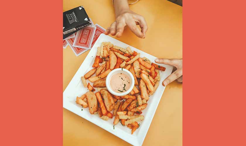 Chikachino: street food served in a fancy setting. Highly recommended for friends to play board games, enjoy a cup of chai and comfort food together. Their Chai With Fries platter is the perfect combo for an evening munch.