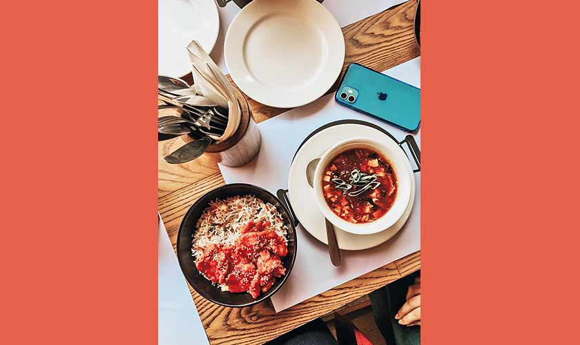 Karachi's Pan-Asian favorite Chop Chop Wok opened its doors to Islamabad last year. You can indulge in building your own bowl, some great sushi, and satisfying soups at Chop Chop Wok!