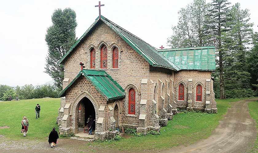 The picturesque 1911 buillt Khasnpur Church. Photos by the author