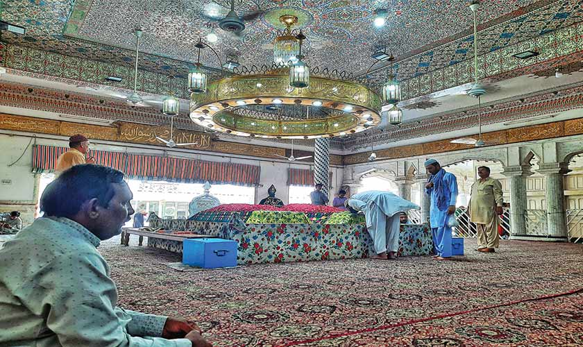Many followers lay floral wreaths on graves of sufi adepts as a way of paying their respects.