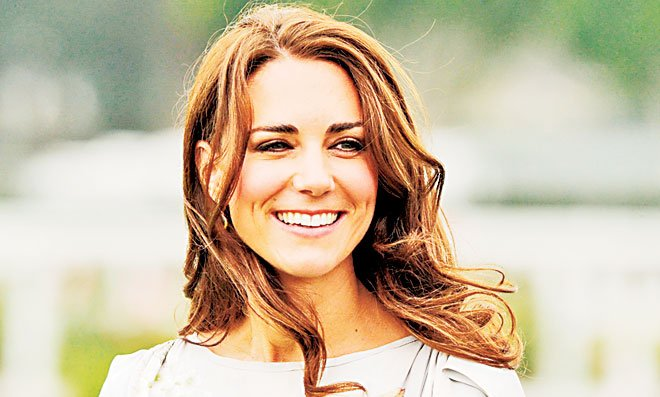 Kate Middleton blow-dries three times a week by professionals to prevent split or rough ends; she trims her hair at regular intervals of six weeks.