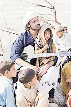 Atif-Aslam+babies-in-Swat