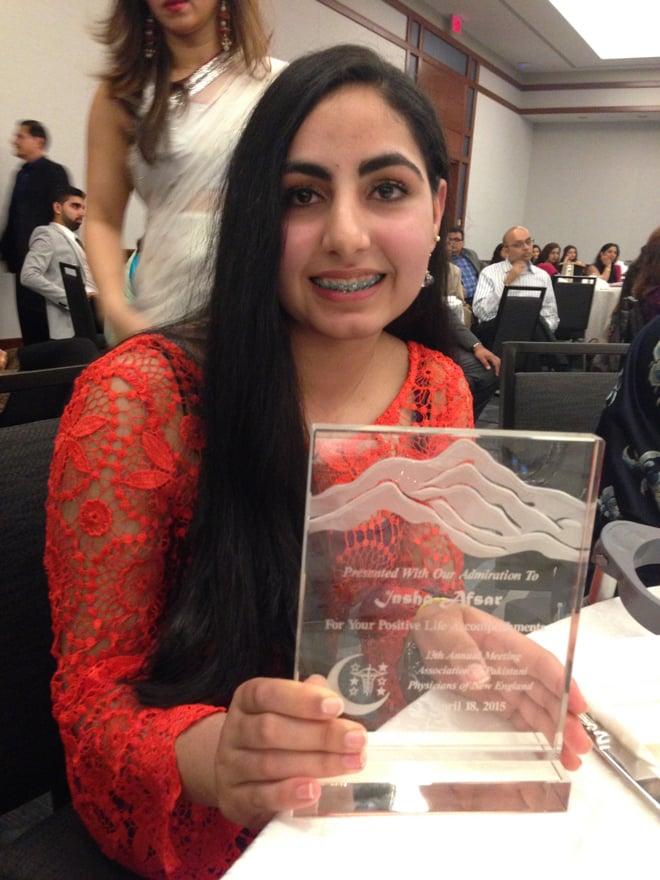 Insha Afsar with her award.