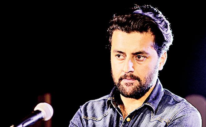 Tahir Naeem performs 'Mai Akaila' on Walnut Sessions