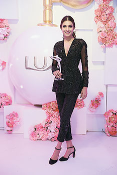 Amna Ilyas lifted the Lux Style Awards trophy for Best Female Model this year and used her acceptance speech to send across a strong message.