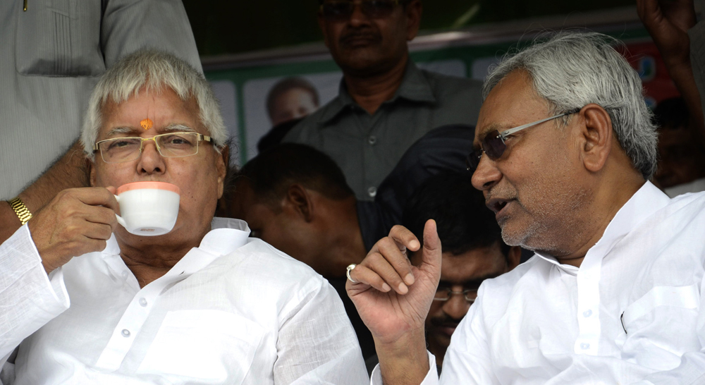 RJD chief Lalu Prasad and JD (U) senior leader Nitish Kumar. Photo by Santosh Kumar / Getty Images