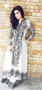 Flash_Maya-Ali-wearing-Nomi-Ansari