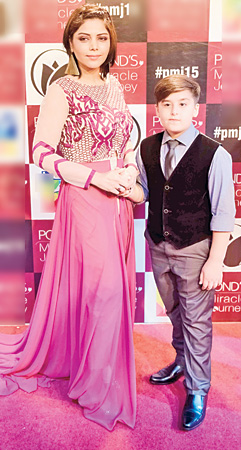 Hadiqa-Kiani-with-son-(2)