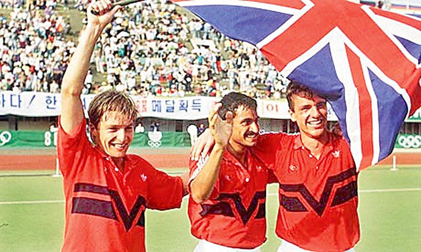 Imran Sherwani (C) celebrates with team mates after GB won  88 Olympic final