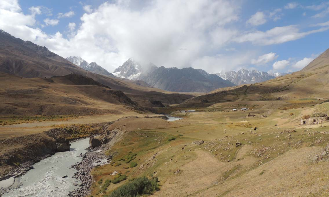 Broghol valley, with Koyo Zom shrouded in clouds.