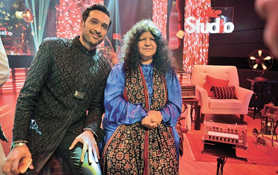 Abida Parveen has been Coke Studio's saving grace this season. She enthralled audiences with 'Aaqa', a duet with Ali Sethi, and then again with 'Maula-e-Kull', a 10 minute solo that has been on the hearts and minds of anyone who has heard it.
