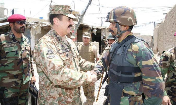 COAS meeting SSG unit during his visit to Miranshah bazaar.