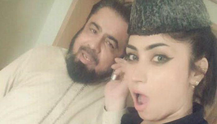 Qandeel-Baloch-hot-pictures-With-Mufti-Abdul-Qavi-new-scandal-700x400