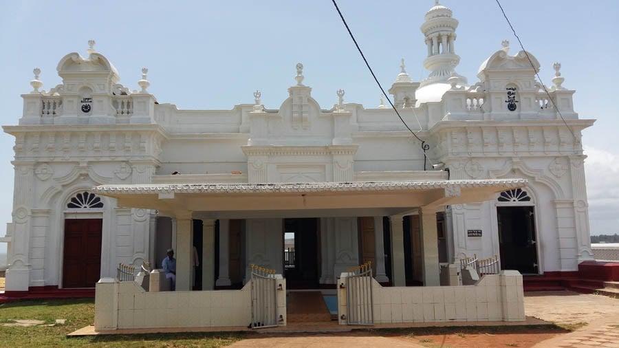 Kechimali mosque. Front elevationlooks like an elegant mansion.