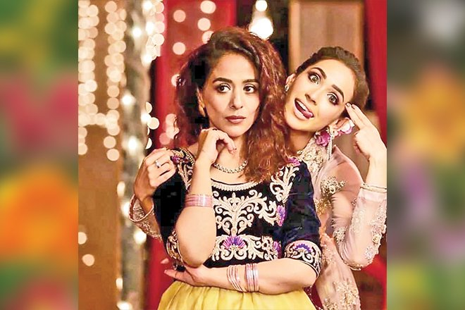 Faryal Mehmood sharing a candid moment with Yasra Rizvi, who has directed her in the upcoming film, Senti Aur Mental.