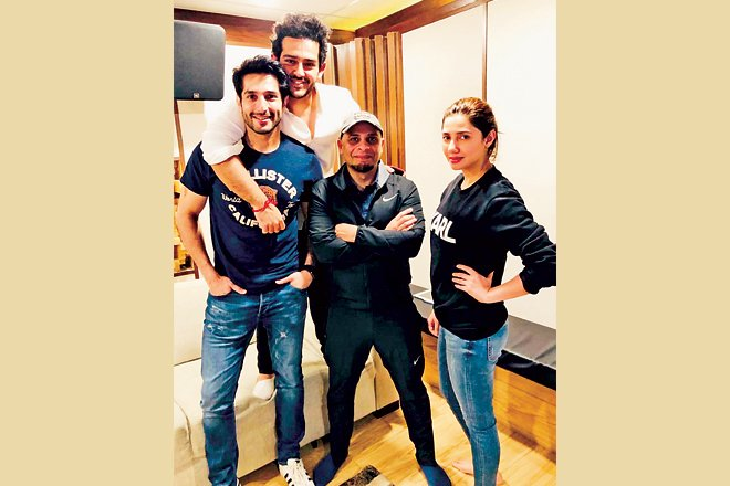 Azaan Sami Khan with lead pair of Superstar, Bilal Ashraf and Mahira Khan.