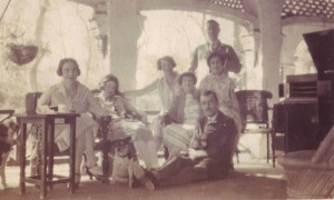 Members of the British Raj at a dinner party in Alexander Wilson's bungalow in Lahore, in the late 1920s.  -- Photo: Alexander Wilson Estate