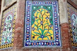 Kashikaari (mosaic) and artwork on the exterior.