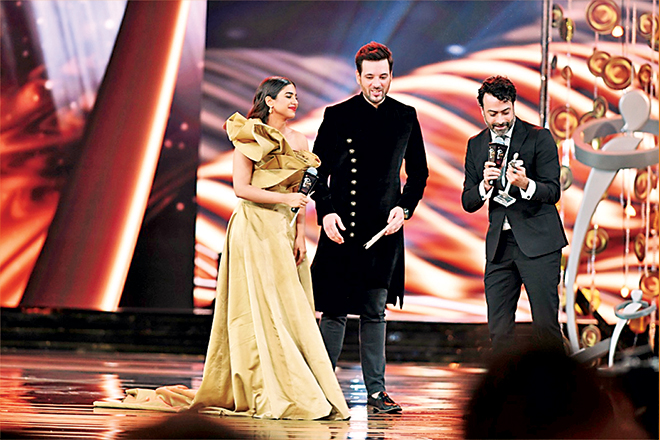 Sonya Hussain and Mikaal Zulfiqar continued the fashion awards out of which the highlight in the designers' category was Kamiar Rokni's award for Bridal Couture; this award was given to him when he deserved it most.
