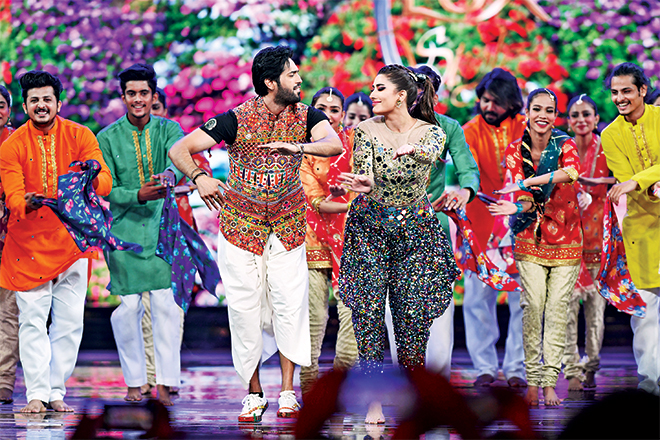 Load Wedding songs performed by Fahad Mustafa and Mehwish Hayat, came as the sizzler the show desperately needed. Fahad and Mehwish have undeniable stage presence and chemistry and it was a pleasure to watch them perfor