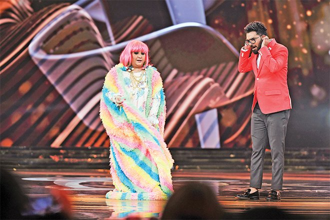 This comic skit presented by Hina Dilpazeer and Yasir Hussain was an attempt at comedy, which didn'tquite deliver the laughs as effectively as one would have hoped fo