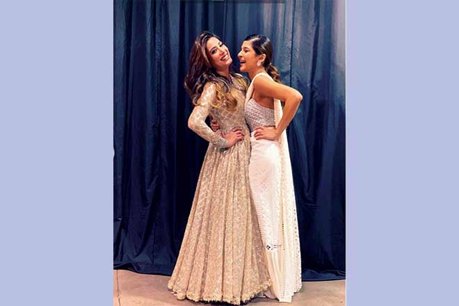 Of these two leading ladies, Mehwish Hayat chose to skip the red carpet at the Hum Awards and only perform whereas Ayesha Omar had two looks planned. Her Elan sari, pictured here, is our favourite of her two outfit changes.