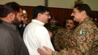 COAS meets families of Peshawar attack martyrs
