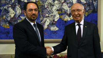 Afghan officials visit Pakistan to revive Taliban peace talks