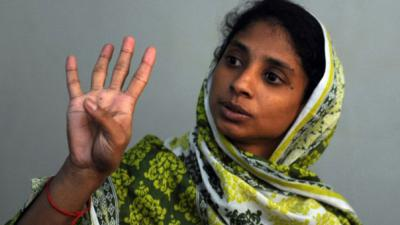 Stuck in Pakistan, Geeta identifies family members in photos from India