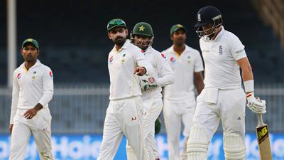 Pakistan take two early wickets to hold edge in final Test