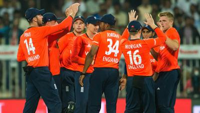 England complete Twenty20 whitewash over Pakistan in super over