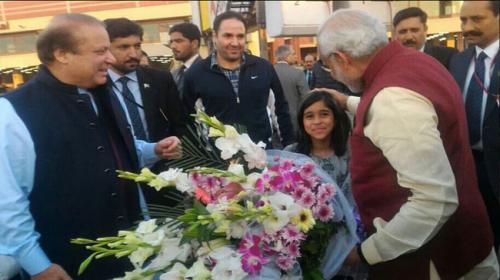 Indian PM Modi makes surprise visit to Pakistan