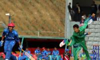 Pakistan beat Sri Lanka to finish top of Group B