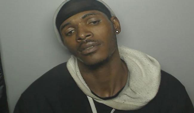 Photo booth snaps mugshot of thief in the act