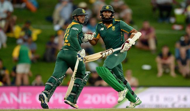 De Kock, Amla centuries help South Africa sink England