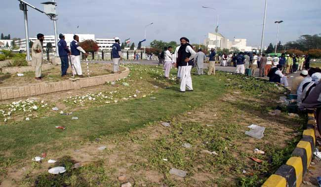 Islamabad sit-in enters its fourth day as protesters violate deadline