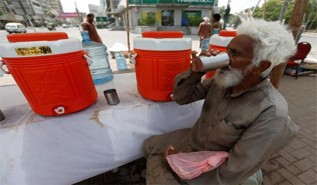 Karachi readies graves, hospitals, in case heat wave hits again