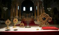 Bone fragment of murdered archbishop of Canterbury begins English pilgrimage
