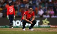 England's Stokes undergoes knee operation