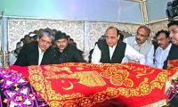 Devotees throng Lal Shahbaz Qalandar shrine for Urs celebration