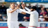 England sense victory as Woakes and Broad strike