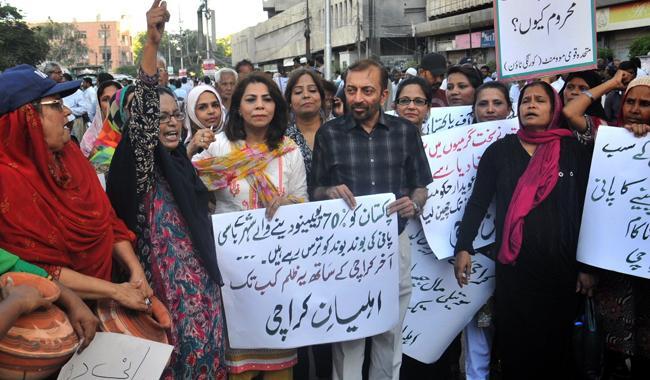MQM protests at Karachi Press Club over water shortage