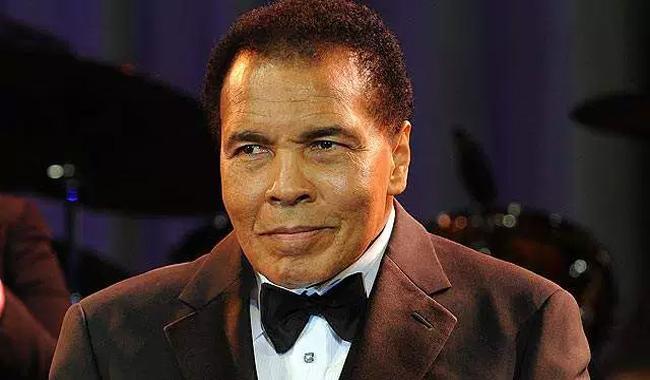 Ali's body arrives in hometown Louisville