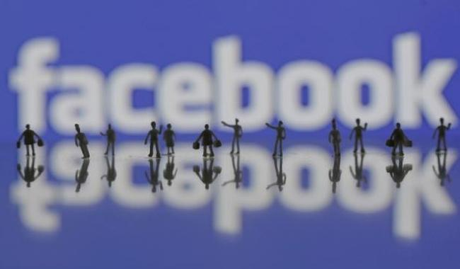 Facebook signs deals with media firms, celebrities for Live