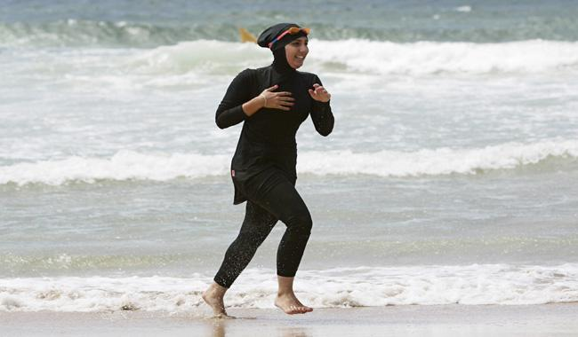 Muslim women say burkini debate ´absurd´