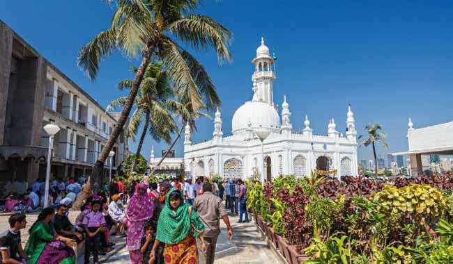 Haji Ali Dargah in Mumbai ordered to lift ban on women