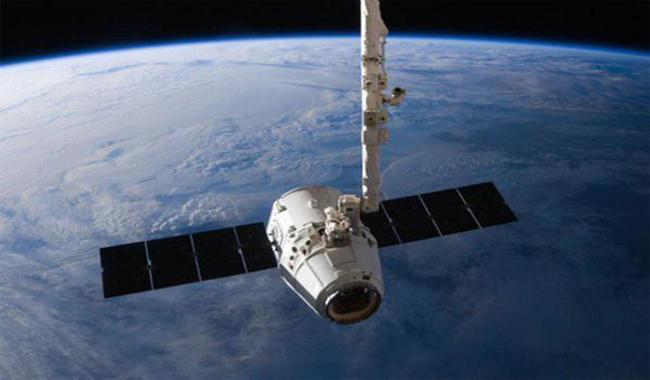 SpaceX's Dragon cargo ship splashes down in Pacific