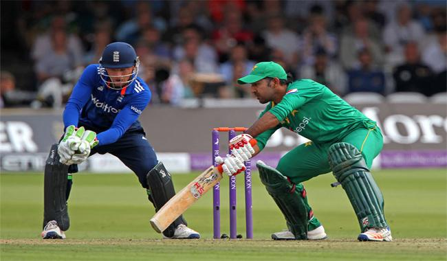 Sarfraz ton helps Pakistan reach 251 against England