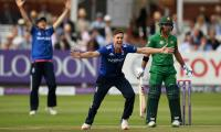 Second ODI: Pakistan loses three wickets against England