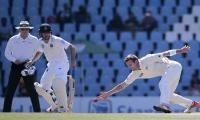 De Kock punishes NZ bowlers as South Africa start brightly